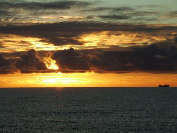 February 2010 Faeroes Shetland midway.jpg