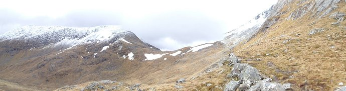 4 Looking south on the snowy peak of Sgurr na Sgine.JPG