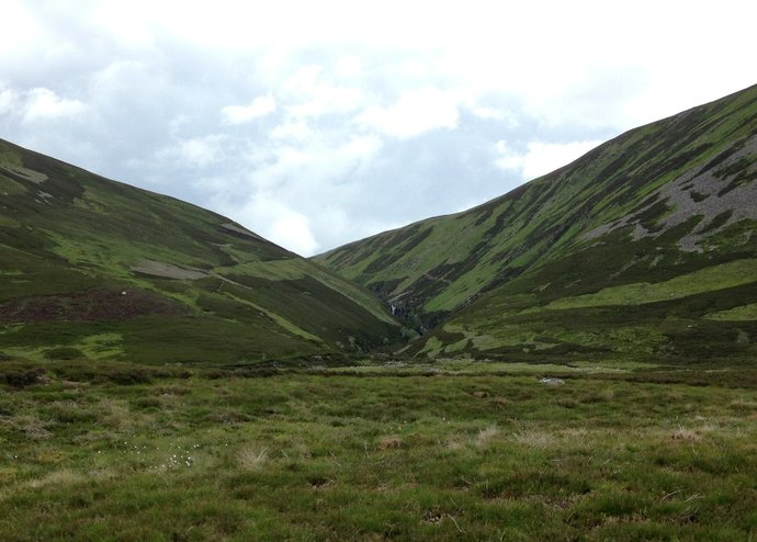 WR23 view back to Allt Bein Losgarnaich with waterfall.jpg