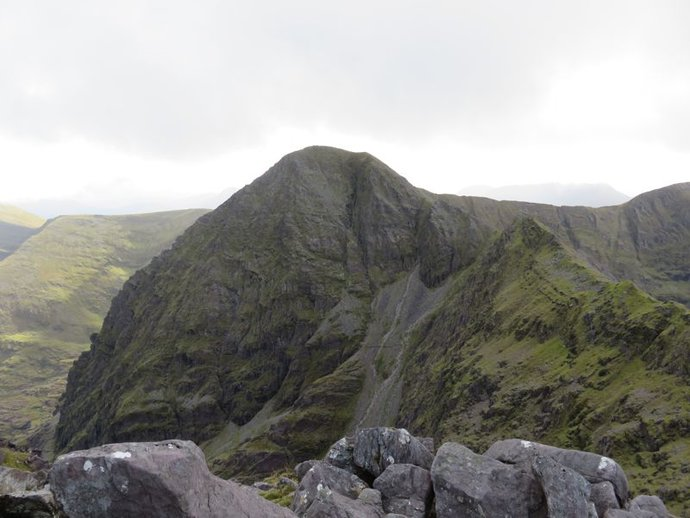 Carrauntoohil from Beenkeragh.jpg