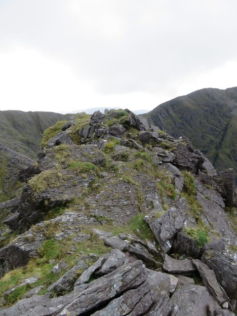Carrauntoohil Beenkeragh ridge scramble top.jpg