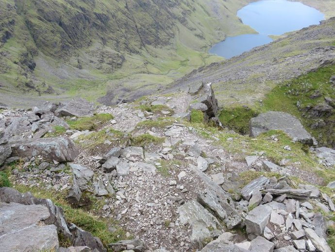 Carrauntoohil up to summit.jpg