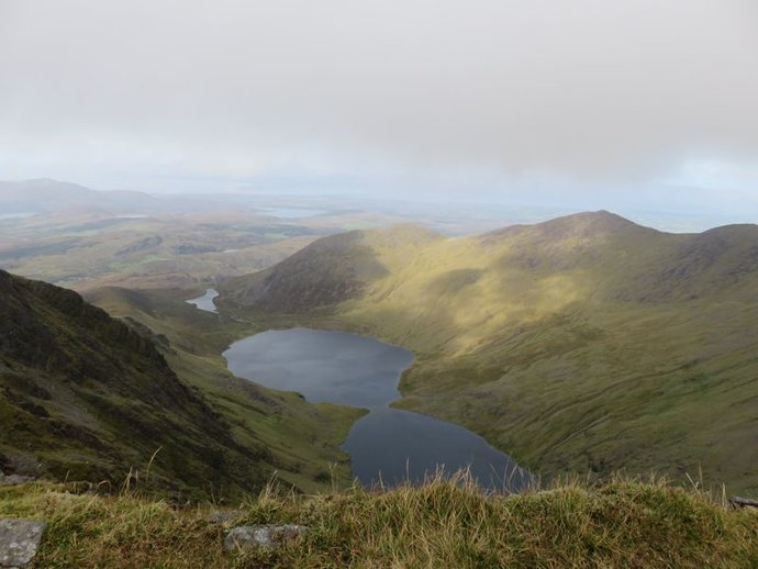 Carrauntoohil loughs from Cahil ridge.jpg