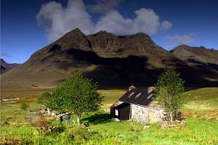 Shenavall Bothy (photo: lowcloud)