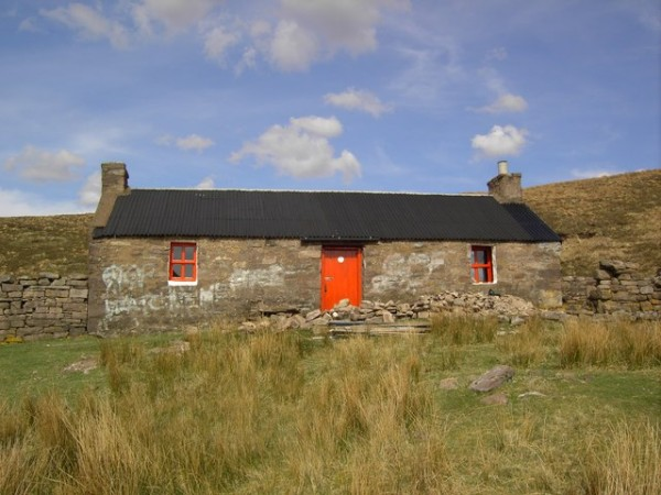 Strathan Bothy. Photo: Colin Kinnear under CCSA