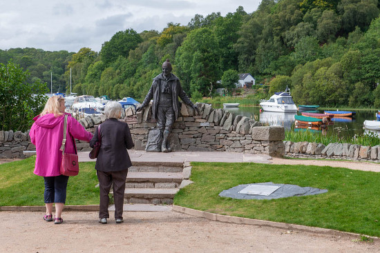 Visitors at the Tom Weir statue