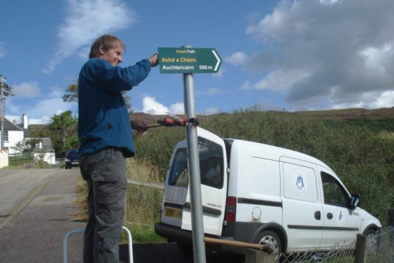 Philip-Waite-of-Highland-Council-installing-a-sign-near-Gairloch